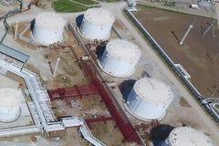 Reservoirs voor opslag van olie en producten van zijn verwerking royalty-vrije stock afbeelding