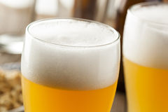 Resfreshing Lager Beer de oro foto de archivo