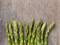 Resh green asparagus on old wood board, Stock Image
