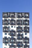 A residência de estudante e a construção da baixa energia com células solares em balcões em Aarhus abrigam, Dinamarca Fotografia de Stock Royalty Free