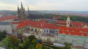 Residência do castelo de Prazsky Hrad Praga da antena checa do presidente vídeos de arquivo