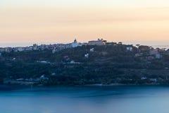 A residência do verão do papa no lago Albano, Itália foto de stock royalty free