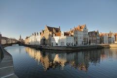 Residências de Bruges Canalside Imagens de Stock Royalty Free