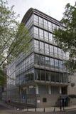 Residencia anterior del judío perjudicada en la esquina del nuevos Achtergracht y Weesperplein, Amsterdam Foto de archivo