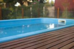 Residencia con la piscina y la cubierta Foto de archivo libre de regalías
