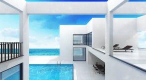 Residencia de la casa de la playa con la piscina Imagenes de archivo