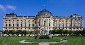 Residencia de Wurzburg debajo de un cielo azul Foto de archivo