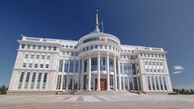 Residencia del presidente del hyperlapse del timelapse de la República de Kazajistán Ak Orda en Astaná, Kazajistán almacen de video