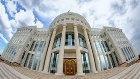 Residencia del presidente del timelapse de la República de Kazajistán Ak Orda en Astaná, Kazajistán almacen de video