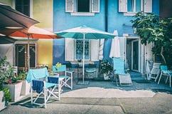 Residenciais coloridas em Piran, Eslovênia, filtro análogo fotos de stock