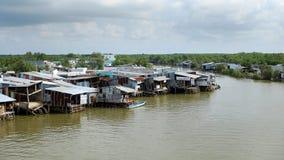 Residencial entre a floresta dos manguezais de Ca Mau imagem de stock