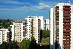 Residental byggnader med blå himmel royaltyfria foton