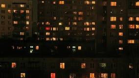 Residental que constrói a noite de Windows vídeos de arquivo