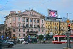 Residentalhuis in stijl van neoclassicism van Stalin in Heilige Petersburg, Rusland royalty-vrije stock foto