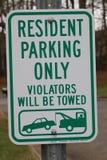 Residente estacionando somente o sinal Fotos de Stock