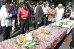 Residentes de la acción de gracias en la elección del presidente de Indonesia Joko Widodo fotos de archivo