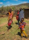 Residentes del pueblo del Masai, Kenia Fotografía de archivo libre de regalías