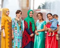 Residenti di Dušanbe sulle vie della città Immagini Stock Libere da Diritti