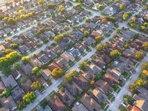 Residentia suburbano da subdivisão da vizinhança de Houston da vista aérea foto de stock royalty free