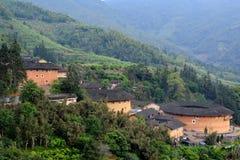 Residenza cinese descritta, castello della terra in valle Immagine Stock