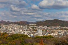 Residenza della città di Himeji del centro con il fondo della montagna Fotografie Stock Libere da Diritti