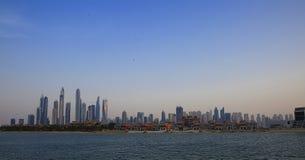 Residenza JBR della spiaggia di Jumeriah nel Dubai preso dal mare immagini stock