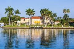 Residenza lussuosa al lungomare a Miami del sud Immagine Stock Libera da Diritti