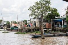 Residenze della riva del fiume in Cai Be Fotografia Stock