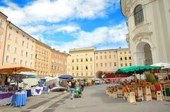 Residenzplatz fyrkant i Salzburg, Österrike. Fotografering för Bildbyråer
