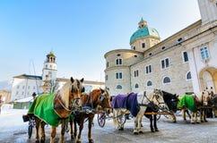 Residenzplatz in Salzburg, Österreich lizenzfreies stockbild