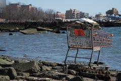 Residuo del carrello in un cimitero delle barche in Coney Island Fotografia Stock