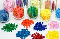 Resinas plásticas tingidas no laboratório Fotografia de Stock Royalty Free