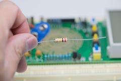 Resistores contra a placa eletrônica Imagem de Stock Royalty Free