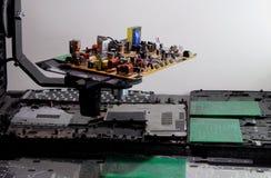 Resistores, diodos del nd de los semiconductores en tablero electrónico Imágenes de archivo libres de regalías