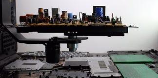 Resistores, diodos del nd de los semiconductores en tablero electrónico Fotografía de archivo