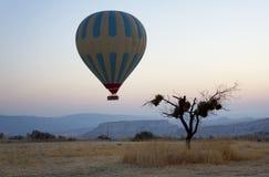 Resning för ballong för varm luft Arkivfoton