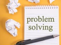 Resolução de problemas, conceito inspirador das citações das palavras imagens de stock royalty free