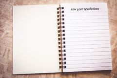 Resolución del Año Nuevo en el cuaderno foto de archivo libre de regalías