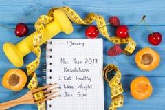 Resoluciones del Año Nuevo escritas en cuaderno a bordo Imagen de archivo libre de regalías