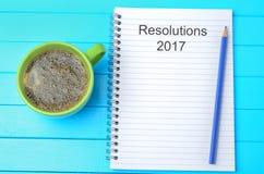 Resoluties 2017 geschreven jaar over notitieboekje Stock Foto