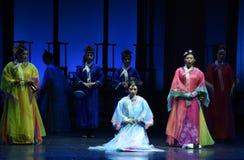 Resolva a caso-nas imperatrizes palácio-modernas do drama no palácio imagem de stock