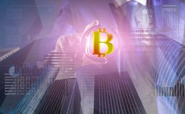 Resolva o bloco ganham o lucro Tecnologia de Blockchain mineração Bitcoin Bitcoin digital futuro do dinheiro Virtual interativo d foto de stock