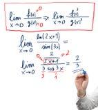 Resolvendo a equação do limite. Fotos de Stock Royalty Free