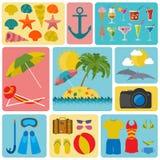 Resor semestrar Symboler för uppsättning för strandsemesterort Beståndsdelar för att skapa Arkivbilder