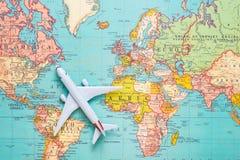 Resor tur Semester - flygplan för bästa sikt med den touristic översikten royaltyfri fotografi
