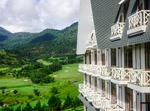 Resort de montanha luxuoso no inverno em Dalat, Vietname Fotos de Stock Royalty Free