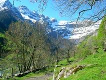 Resorte en Gavarnie en Pyrenees Foto de archivo libre de regalías
