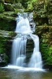 Resovwatervallen dichtbij Rymarov royalty-vrije stock afbeelding