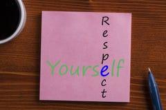 Respect vous-même écrit sur la note Images stock