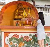 Respeito asiático do pagamento das mulheres. Fotografia de Stock